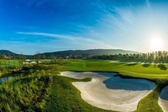 Dom przy polu golfowym
