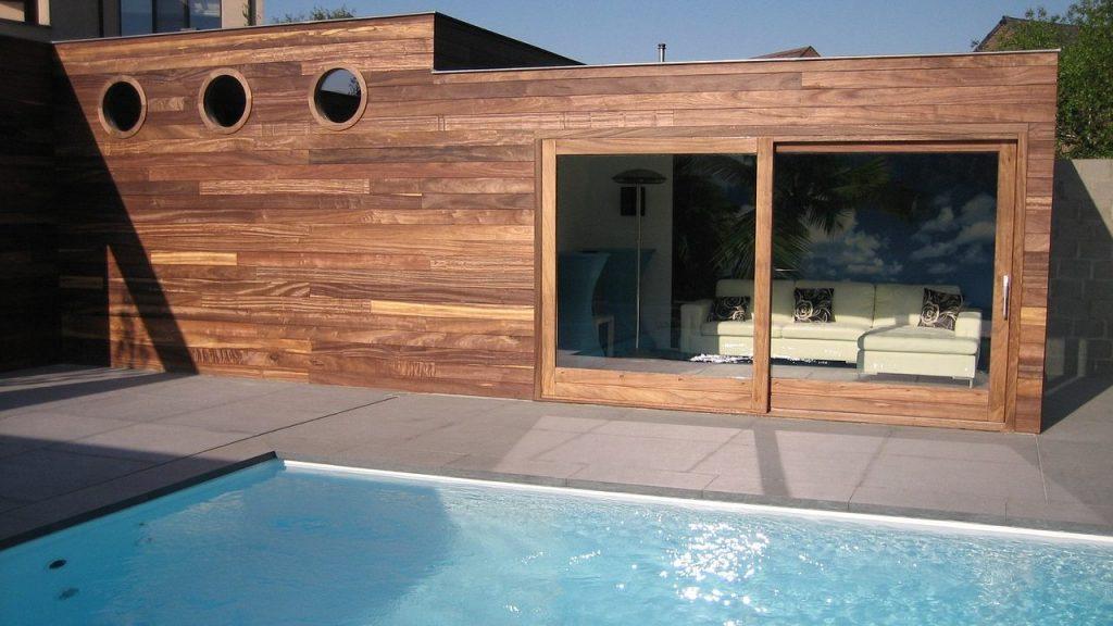 dom z basenem ogrodowym